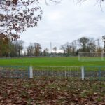 Stadion z trawiastym boiskiem do piłki nożnej